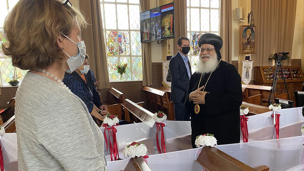 In het kader van haar pelgrimage langs de lidkerken bezocht Christien Crouwel, algemeen secretaris van de Raad, de Koptisch-Orthodoxe Kerk. Die vierde het zevende lustrum: in 1985 namen zij een eigen Godshuis in gebruik in Nederland.